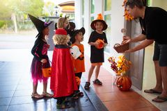 Free Kids Trick Or Treat. Halloween. Child At Door Royalty Free Stock Photo - 158258245