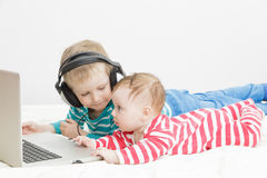 Kids using computer Royalty Free Stock Photography