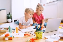 Free Kids Using Computer Online Technology To Art Creative, Drawing Or Making Crafts Stock Images - 204467424