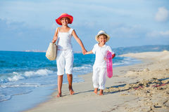 Kids walking at the beach Royalty Free Stock Photography