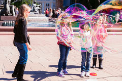 Kids watching a street entertainer in Sydney, Australia, April 2 Royalty Free Stock Image