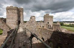 Kidwelly城堡遗骸  免版税库存照片