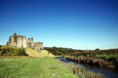 Kidwelly slott, Kidwelly, Carmarthenshire, Wales Royaltyfria Bilder