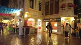 KidZania迪拜在迪拜购物中心提供孩子和他们的父母一个安全和非常现实教育环境 免版税库存图片