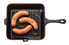 Kiełbasa dla piec na grillu w niecce pojedynczy białe tło T obraz stock