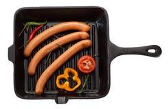 Kiełbasa dla piec na grillu w niecce pojedynczy białe tło T obrazy stock