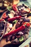 Kiełbasa i bekon, tradycyjny leczący mięsny produkt obraz royalty free