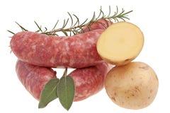 Kiełbasa - korzenny surowy wieprzowiny mięso zdjęcia royalty free