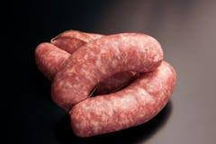Kiełbasa - korzenny surowy wieprzowiny mięso fotografia royalty free