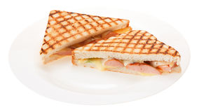 Kiełbasa piec na grillu serowa kanapka na talerzu Odizolowywający na białych półdupkach zdjęcia stock