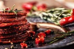 Kiełbasiany Chorizo Hiszpańska tradycyjna chorizo kiełbasa, z świeżymi ziele, czosnku, pieprzu i chili pieprzami, kuchnia tradycy Zdjęcie Stock