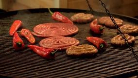 Kiełbasy i chili pieprze zdjęcie wideo