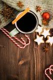 kiedy było tła można użyć tematu ilustracyjny zimy Gorąca parująca filiżanka glint wino z pikantność zdjęcie stock