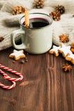 kiedy było tła można użyć tematu ilustracyjny zimy Gorąca parująca filiżanka glint wino z pikantność zdjęcia royalty free
