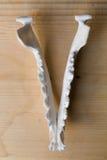 Kiefer des Schädelfuchses liegend auf einem Holztisch, Teil Farbige Farbe befleckt Acryl und Aquarelle, Arbeitsplatzkünstler, Mal Stockfotos