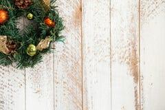 Kieferngirlande des neuen Jahres beglückwünscht mit Stockbilder