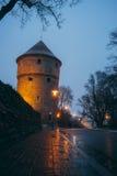 Kiek nella torre nella penombra, Tallinn, Estonia di de Kok immagine stock
