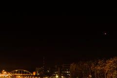 Kiel, Niemcy 28th Wrzesień, 2015 wrażeń Wrzesień krwionośna księżyc błyszczy nad stolicą kraju Holstein, Zdjęcie Royalty Free