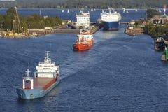Kiel - Schepen die het slot Kiel-Holtenau verlaten Stock Foto