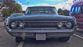 KIEL TYSKLAND - 08/27/2017: fors av en klassisk Mercury bil arkivfoton