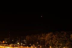 Kiel Tyskland 28th September, ger första erfarenhet 2015 intryck av Septemberet månen som skiner över huvudstaden av Schleswig-Ho Royaltyfri Bild