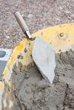 kielni cementowy wheelbarrow Obrazy Royalty Free