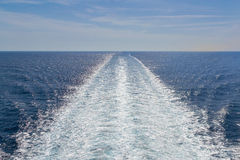 Kielwater i havet Royaltyfri Fotografi