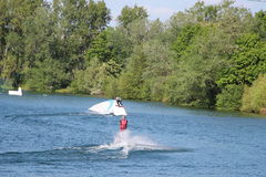 Kielzog-pensionairs en waterhemel bij Cergy-waterpretpark, Frankrijk Royalty-vrije Stock Foto