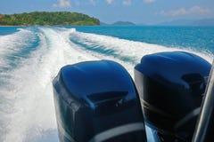 Kielzog van snelheidsboot Stock Foto's