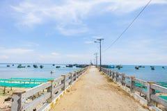 KIEN GIANG,越南,第12, 2018年:在Nha的码头在儿子海岛, Kien Giang,越南上靠岸 在Phu Quoc海岛附近 库存图片