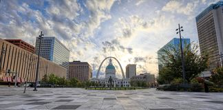 Kiener Plaza and the Gateway Arch in St. Louis, Missouri stock images