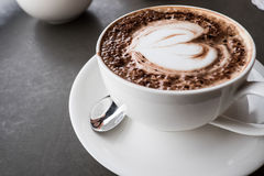 Kierowa kształta Latte sztuki kawa Obrazy Royalty Free