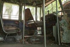 Kierowców siedzenia zaniechany tramwaju samochód zdjęcia stock