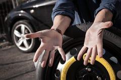 Kierowca pokazuje jego brudne ręki Obrazy Royalty Free