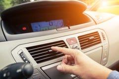 Kierowca ręki nastrajania powietrza wentylaci grille Obraz Royalty Free