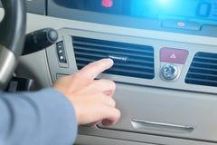Kierowca ręki nastrajania powietrza wentylaci grille Obraz Stock