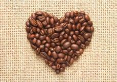 Kierowego kształta kawowe fasole na grabić Obraz Royalty Free