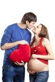 kierowego mienia całowania mężczyzna nosa ciężarna czerwona żona Zdjęcia Royalty Free
