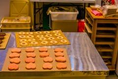Kierowi i round ciasteczka wewnątrz na deaktywaci wsiadają Zdjęcie Stock