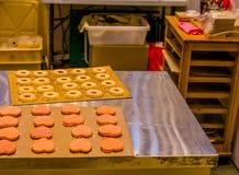 Kierowi i round ciasteczka wewnątrz na deaktywaci wsiadają Obrazy Royalty Free