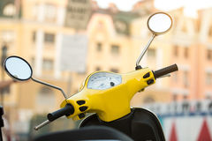 Kierownica żółta hulajnoga Fotografia Stock