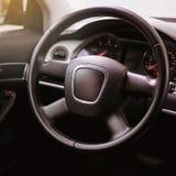 Kierownica, deska rozdzielcza, szybkościomierz, pokaz obraz royalty free