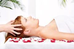 kierownicza masażu salonu traktowania kobieta zdjęcie royalty free