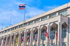 Kierowniczy budynek rządowy teksta przekład od Tajlandzkiego gubernatora obraz royalty free