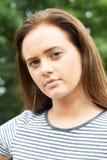 Kierowniczy I ramiona portret Poważna nastoletnia dziewczyna obrazy royalty free