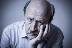 Kierowniczy portret seniora dojrzały stary człowiek na jego 60s przyglądający smutny zdjęcia stock