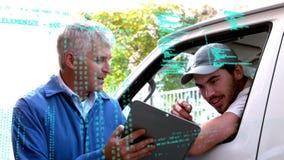 Kierownik daje kierunkom jego deliveryman zdjęcie wideo