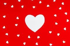 Kierowy kształt na czerwonym tło walentynki ` s dnia pomysle Obraz Stock