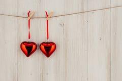 Kierowy obwieszenie na clothesline Na starym drewna background Fotografia Stock