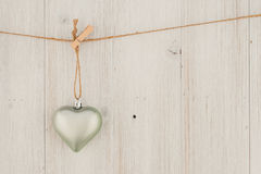 Kierowy obwieszenie na clothesline Na starym drewna background Fotografia Royalty Free